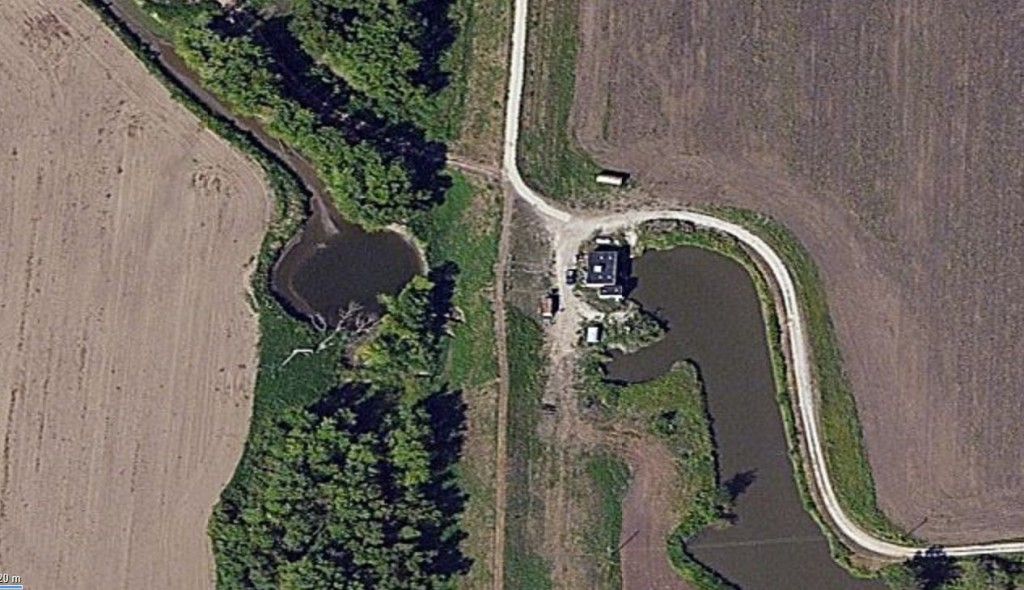 Pumping Station. Levee (Center), Ditch (Right), Canal to River (Left).